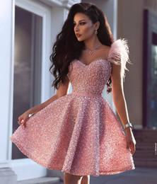 Vestido de fiesta coral corto de novia online-Gliter Sequins Pink Short Cocktail Vestidos de Fiesta Árabe Estilo Dubai Una línea Cariño Longitud de la rodilla Prom Vestidos de noche