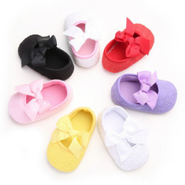 Lindos zapatos con lazo online-Emmababy Cute Lovely Casual Shoes Baby Girl Soft Sole Bow Cuna Zapatos Floral Slip-On Primavera Otoño Traje 0-18M 5 Estilo
