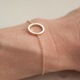 Простой круглый браслет онлайн-30 простых лакомых полых круг шарм браслеты геометрические круг контурный браслет вечность карма круг круглые браслеты счастливые украшения