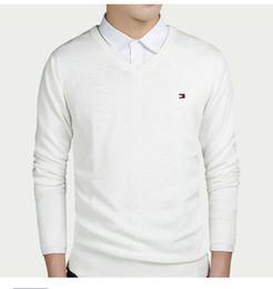 Estilos de pescoço suéter para homens on-line-Camisola do homem do outono é um jumper de cor sólida com pescoço de camisa de mangas compridas e camisa de manga comprida camisola de um novo estilo bonito dos homens