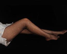2019 i calzini alti del ginocchio fanno il commercio all'ingrosso calze a rete di colore sexy cristallo di diamante di grandi dimensioni di pesce Europa e in America maglia cava collant calzini discoteca fase