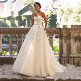 Vestidos de renda nude cor on-line-Vestido De Noiva De Cristal De Renda Apliques De Cristal De Renda Sem Alça, Vestido De Casamento