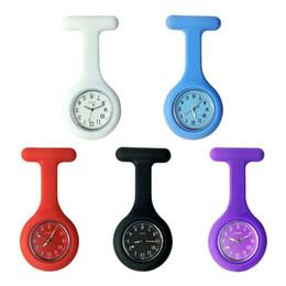 2019 impermeable relojes de colores Ventas calientes Sólido Colorido Silicona Reloj de bolsillo de enfermera simple DAILY WATERPROOF Pantalla analógica y reloj digital de cuarzo para mujer rebajas impermeable relojes de colores