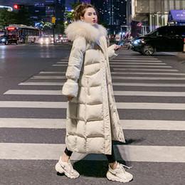 2019 chaquetas de algodón para mujer Collar negro amarillento largo blanco para mujer abrigos con capucha de piel falsa de la chaqueta del invierno de las mujeres espesan la chaqueta Parkas algodón acolchado Mujer C5993 chaquetas de algodón para mujer baratos