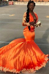 Vestito arancione sexy dalla ragazza online-Popular 2019 Black Girls Orange Prom Dresses Long Sleeves Sexy Deep V Neck Applique Evening Gowns Party Dress