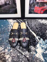 2019 metallkette für schuhe Marke Hausschuhe Frauen aus echtem Leder Pantoletten flache Pantoletten Schuhe Metallkette Freizeitschuhe Loafers Mode Outdoor Hausschuhe Damen Sommer rabatt metallkette für schuhe