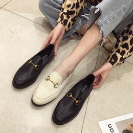 2019 nouveau style avec deux petites chaussures en cuir décontractées, version coréenne, mocassins plats, chaussures en métal à boucle métallique pour les saisons ? partir de fabricateur