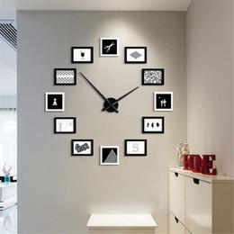 Dessins modernes photo en Ligne-2019 12 cadres photo style nordique bricolage horloge murale design moderne en bois cadre photo Art Photos Unique Klok Home Decor