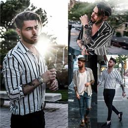 Listras brancas do preto dos homens camisas ocasionais on-line-Mens Stripe Blusa ocasional à moda Slim Fit manga longa de abertura de cama colarinho camisas de vestido branco preto