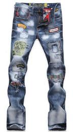 2019 jeans déchirés TOP Hommes Jeans De Mode Déchiré Jeans Patched Holey Lavé Mots Droite Jambe Droite Équipée Livraison Gratuite promotion jeans déchirés