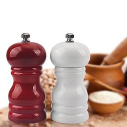 2019 sbrinatore di pepe nero Pepe manuale in legno Millet Salt Grinder Ampolla di pepe nero per cucina Red White Grinder Pepper Mill Moedor De Pimenta sbrinatore di pepe nero economici