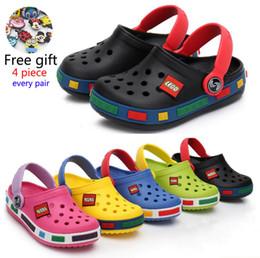 Zapatos de dibujos animados para niños chicos online-2019 Moda Boy Girl Beach Zapatillas Sandalias de Los Niños Cro Verano de Dibujos Animados Zapatos de los niños Resistencia Eva Transpirable Antideslizante Bebé Y190523