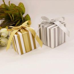 2019 bunte süßigkeitbeutel großverkauf Hochzeits-Bevorzugungs-Kasten-bunte Streifen-Hochzeits-Dragees-Süßigkeitskasten-Großhandelsgeschenk-Taschen, die Partei einwickeln, liefert 100pcs / lot günstig bunte süßigkeitbeutel großverkauf