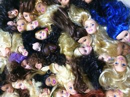 Ailaiki 20 pçs / lote comércio exterior original 1/6 menina cabeças de bonecas para barbies presente de aniversário estilos misturados boneca fêmea cabeças diy brinquedo mx190731 de Fornecedores de boneca cílios atacado