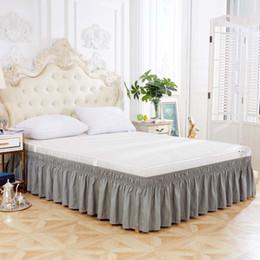 Ropa de cama gris sólido online-1PC Moderno Gray Faldón Dividir las esquinas de la cama de la falda de cama del dormitorio del hogar Decoración Banda elástica sólido falda plisada elegante cama