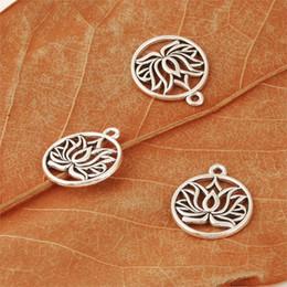 fiore di loto incanta all'ingrosso Sconti 25pcs argento antico rotondo Hollow fiore di loto amuleti per donna collane ciondolo braccialetto rendendo all'ingrosso 22X19mm A534