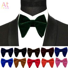 großhandel gestreifte krawatten für männer Rabatt Winter Velvet Big Bowties für Frauen der Männer Bräutigam-Hochzeit Fliege dünne Solid Color Horn Bow Ties Bowknot Formal Wear Zubehör