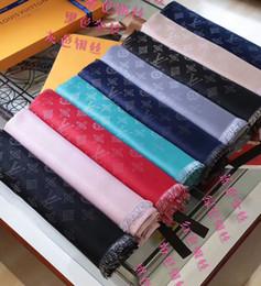 tinture di lana all'ingrosso Sconti Sciarpa di marca sciarpa classica in oro e argento tinta in filo jacquard sciarpa autunno e inverno sciarpa donna 140 * 140cm 9 colori all'ingrosso