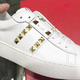 marcas famosas de sapatilhas Desconto 2019 Best Gift Luxury Brands Shoes Sapatilhas de grife de alta qualidade couro genuíno famoso homem mulheres andando sapatos casuais com unhas de ouro