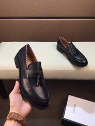 2019 zapatos de boda originales [Caja original] Moda de lujo Vestido para hombre Gommino Casual Mocasines de fiesta Zapatos de tendencia Piel de vaca Zapato único Slip On Wedding Pumps Negro Size38-46 zapatos de boda originales baratos