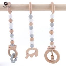 celos de plástico berço Desconto Vamos fazer brinquedos de madeira dentição anel de madeira de faia brinquedo sensorial mastigar silicone mordedor jogar ginásio chocalhos de bebê q190604