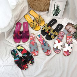 primeras zapatillas Rebajas Chancletas de diseño Zapatillas de cuero suave Zapatillas planas casuales Zapatillas de verano planas de verano Zapatillas de anteojos de primera y segunda generación