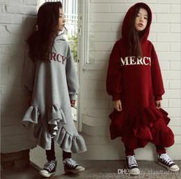 2020 vestido de invierno de la moda de los niños coreanos Invierno de las muchachas Ins moda Falbala vestido asimétrico del estilo de los niños de Corea 2019 impresa letra de algodón ropa de bebé vestido ocasional vestido de invierno de la moda de los niños coreanos baratos