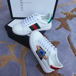 2019 pies dedos zapatos chicas Diseñador de lujo para niños Zapatos personalizados Primavera Moda One Foot Kick Ventilación punta redonda Pequeño blanco Niños Niña zapatos casuales pies dedos zapatos chicas baratos