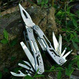 gadget coltello da campeggio Sconti New Outdoor EDC Argento Multitool Tasca Pieghevole Pinza Da Campeggio Coltello Di Sopravvivenza Multi Tool Pinze Conbinazione Fuori Gadget ZZA601