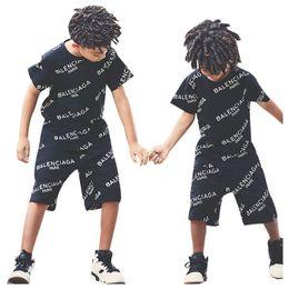 Hot Sale crianças agasalho ternos set meninos Verão carta camiseta manga curta + calções 2pcs / set meninos casuais vestuário conjuntos de roupas meninos A9068 de Fornecedores de roupa interior unisex bonito