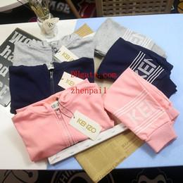 Camisetas de niño online-Conjunto de dos piezas de chándal Boy Girl Brand Set Venta caliente Moda Verano Niños 2019 verano nuevo estilo Casual Ropa para niños Camisetas Shorts Traje