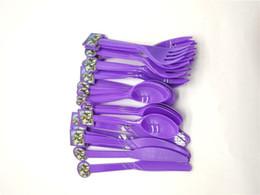 Fournitures de couteau en Ligne-Quinzaine de vaisselle jetable Cartoon violet en plastique couteau fourchette cuillères 10pcs / set enfants garçon fête d'anniversaire fournitures décoration de fête