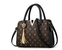 weiße farbe handtaschen Rabatt Leder Quaste Marke Mode Frauen Designer Luxus Handtaschen Geldbörsen Soho Disco Rucksack Brieftaschen Umhängetaschen 2019