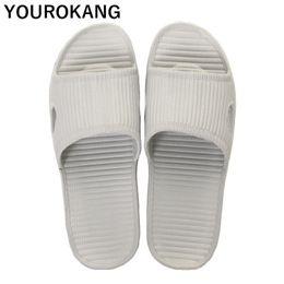 Мягкие тапочки для ванной онлайн-Summer Men Home Plastic Slippers Male Beach Shoes Non-slip Indoor EVA Lightweight Bathroom Slippers Cheap Sandals Soft Slides