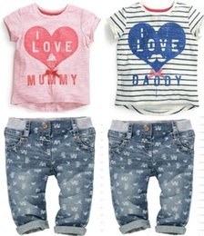 Barato Jeans Impresso-2015 Summer Boys Girls 2pcs Clothes Sets Love Stripe Splicing Short Sleeve T-shirt + Long Printed Coawboy Pants Child Baby Jeans Outfits L1356