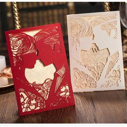 Barato Corte A Laser Convites Porcelana-50Pcs / lot Red BrideGroom Personalized Laser Cut Wedding Invitations China Feito Convite Card Casamento Decoration Mariage