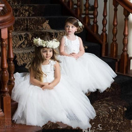 $enCountryForm.capitalKeyWord Canada - Cute White Tulles Princess Ball Gowns for Wedding Party Little Kids Flower Girls' Dresses Puffy Tulle Skirt Sleeveless Dancing Dresses