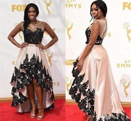 Barato Emmy Awards Celebrity Dresses-67th Emmy Awards Red Carpet Celebrity Evening Dresses 2017 Sheer Neck Appliques Lace High Low Prom Vestidos African Dubai Dresses for Womens