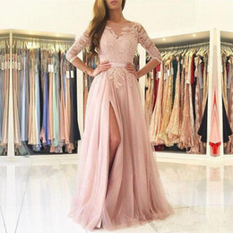 Barato Vestido De Noite Decote Colher De Altura-Sheer Pink Lace Prom Dresses Venda quente New Scoop Decote Frontal Alto Split 3/4 Long Sleeve A-Line Tulle Evening Party Grooms P200