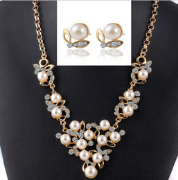 $enCountryForm.capitalKeyWord NZ - Pearl Necklace Earrings Jewelry Sets For Women Fashion High Quality Crystal Jewelry Butterfly Pearl Jewelry Set 42D23