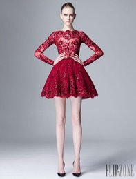 Barato Zuhair Murad Mini-2015 Zuhair Murad Primavera Verão Sheer Lace Party Graduação Vestidos Beads Sequins Applique Vinho Red Long Sleeve Short Plus Size Prom Dress