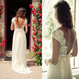V Robe De Mariage Sans Ligne Pas Cher-2015 Vintage Robes de Mariée Bohème Une Ligne Backless Sheer Dentelle manches Cap Robes de mariée avec col en V perlé Sash Country Brides Sweep Train