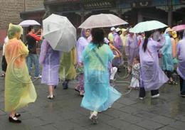 Опт портативный одноразовые PE дождевики пончо дождевики путешествия дождь пальто дождь одежда подарки смешанные цвета через DHL