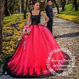 Ingrosso 3D-Floral Appliques Pizzo Abiti da sposa gotici 2018 Favoloso Nero Top Gonna rossa in pizzo lungo Puffy Ball Gown Paese abiti da sposa formale