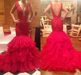 Barato Vestido De Baile De Renda-2016 Estilo árabe vermelho V-neck Sexy Mermaid Evening Dresses Backless Hand Beaded Lace Top Tiered Ruffles Chapel Train Prom Gowns