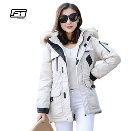 Barato Jaqueta Militar Das Mulheres Brancas-New Winter Women Jackets Real Raccoon Fur Collar 90% White Duck Down Warm Military Hooded Parkas Espessura Loose Fit Coat