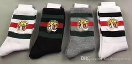 calze di design per uomo tigre testa ricamata 2 bianco + 1 balck + 1 grigio con scatola originale in cotone jacquard a righe unisex calzini sportivi 4 paia / scatola