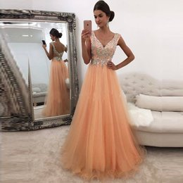 Barato Vestidos Deep Open Neck-A Line Formal Prom Dress Long Evening Party Vestidos Deep V Neck Sem mangas Open Back Crystals Top Custom Made Prom Dresses