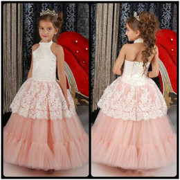Barato Vestir-se Vestidos De Casamento Meninas-2017 Lovely Little White Flower Girl Vestidos Halter High Neck Meninas Dress Up Dressant Lace Appliques Pearl Tiered Wedding Party Gown BA1357
