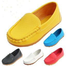 48a2b50f39cc4 Caoutchouc de haute qualité Soft Sole Casual Appartements Bateau Chaussures  Vente Chaude Enfants Chaussures Enfants Baskets En Cuir PU Taille 21-30